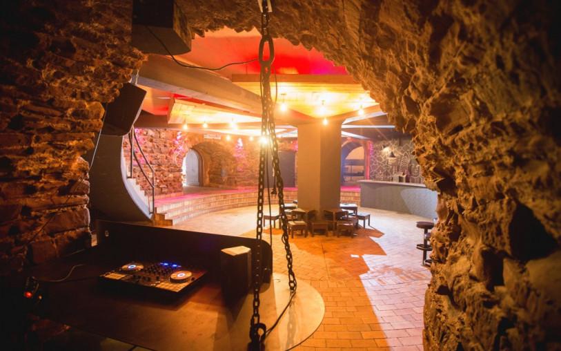 Turm Rondell DJ-Pult